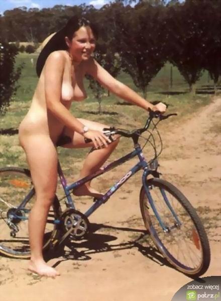 lolmetechie.wordpress.com_naked_girls_on_bikes_20