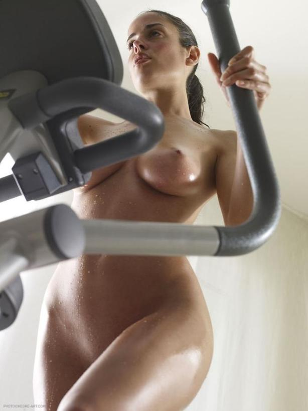 naked_woman_lolmetechie_wordpress_com090