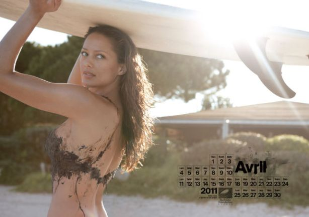 lolmetechie_surfing_calendar_puts_hot_chicks_in_oil_swimsuits_640_05