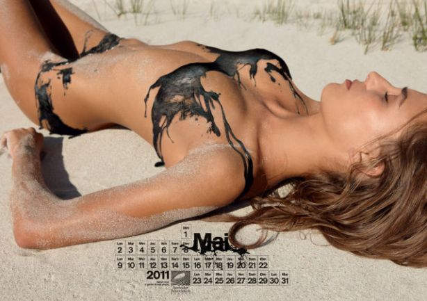 lolmetechie_surfing_calendar_puts_hot_chicks_in_oil_swimsuits_640_06